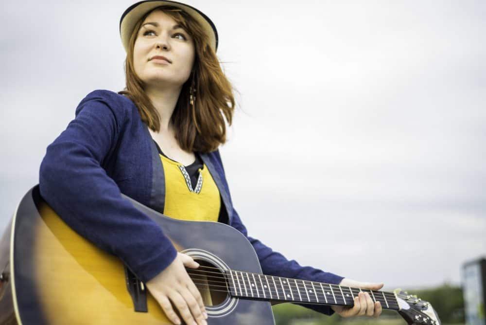 Morgane Hawken partage la même passion de la musique que Harry, elle prépare vos guitares avec grand soin